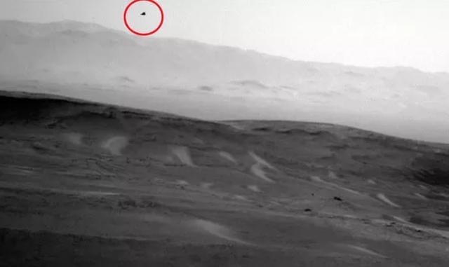 Tàu thăm dò của NASA chụp được hình ảnh sinh vật ngoài hành tinh trên sao Hoả? - 1