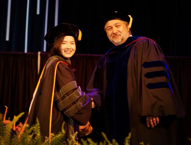 Cô gái Bình Định tốt nghiệp Thủ khoa ngành Dược tại Đại học lớn của Mỹ - 1