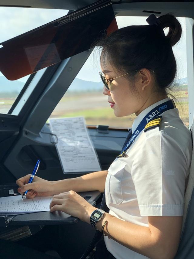 Nữ cơ phó 9x xinh đẹp: Từng không nghĩ sẽ làm phi công - 2