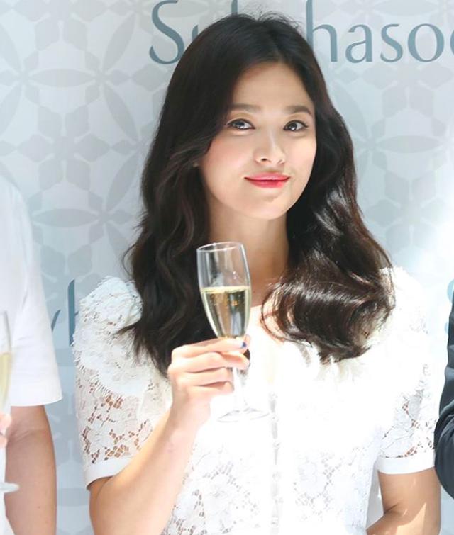Song Hye Kyo xuất hiện lần đầu sau tuyên bố ly hôn - 8