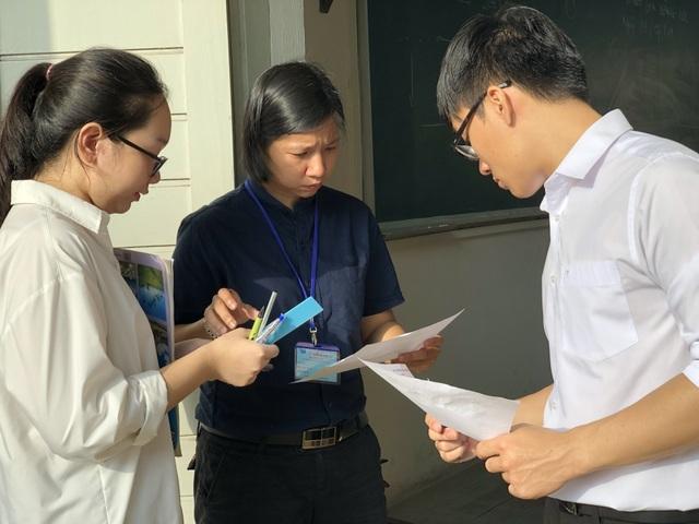 Thí sinh hai lần thi đánh giá năng lực tìm suất vào Đại học - 3