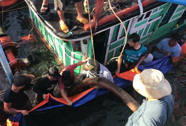Tàu cá ngư dân Quảng Nam bị chìm