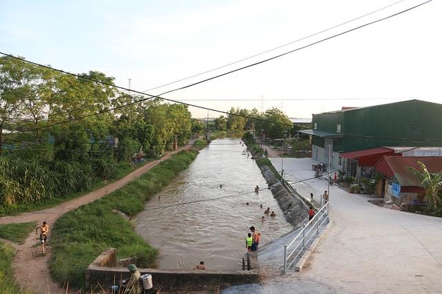 Trò chơi nhảy cầu cao 6m của thiếu niên ngoại thành Hà Nội - 11