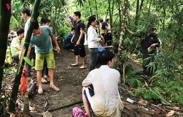 Cận cảnh khu vực người dân đào bới tìm đá quý ở Lục Yên, Yên Bái - 12