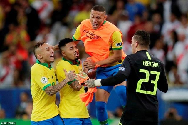 Những khoảnh khắc Brazil hạ Peru để vô địch Copa America 2019 - 15