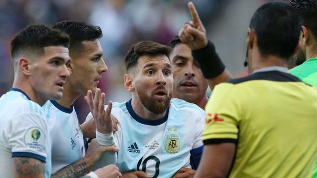 Phát biểu gây sốc, Messi có thể bị cấm thi đấu 2 năm - 1
