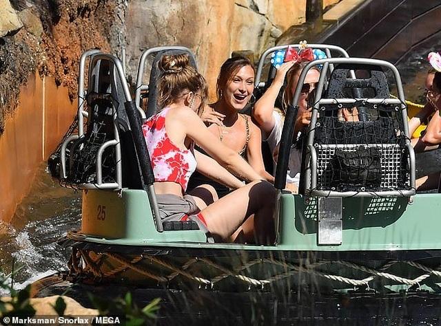 Chị em Gigi Hadid gợi cảm đi chơi công viên - 4