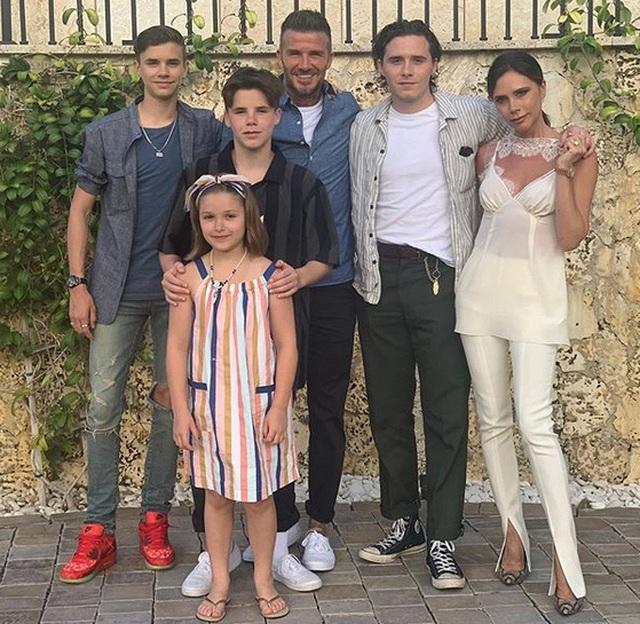 Vợ chồng Beckham sành điệu đi xem ca nhạc - 9