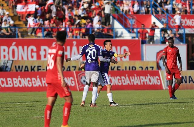 Văn Quyết lập công, CLB Hà Nội đòi lại ngôi đầu V-League - 1