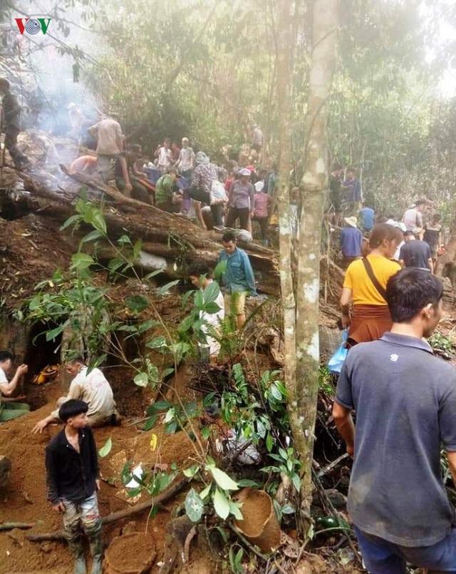 Cận cảnh khu vực người dân đào bới tìm đá quý ở Lục Yên, Yên Bái - 7