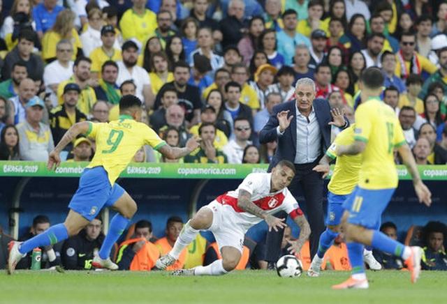Chiến thắng trong thế thiếu người, Brazil vô địch Copa America - 9