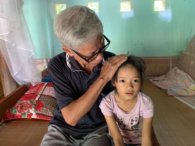 Lá thư viết vội đến nhói lòng của cô bé 10 tuổi tha thiết mong mẹ trở về - 8