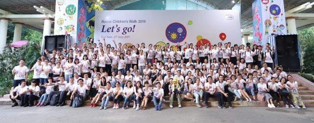 """Hơn 250 nhân viên Roche Việt Nam trên toàn quốc thực hiện """"Đi bộ vì Trẻ em"""" - 1"""