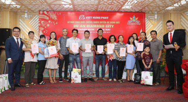 Việt Hưng Phát trao hàng trăm sổ hồng Dự án Diamond City - 3