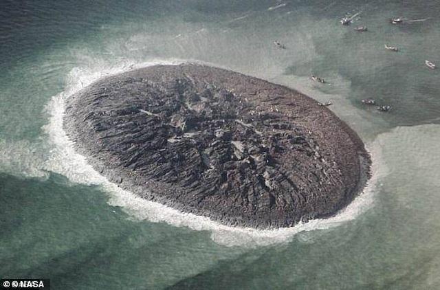 """Hòn đảo được hình thành sau khi 800 người bỏ mạng, bỗng chốc bị """"nuốt chửng"""" - 1"""