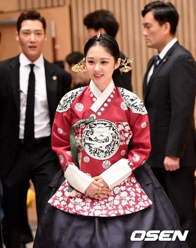 Mỹ nhân U40 Jang Nara vẫn trẻ đẹp như thiếu nữ - 16