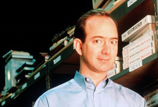 Xây dựng đế chế trong 25 năm, ông chủ Amazon canh cánh lo phá sản - 1
