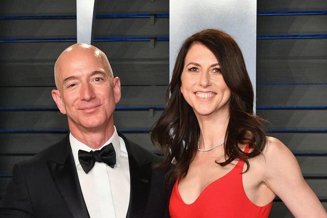 """Cuộc ly hôn tỷ đô hoàn tất, tài sản ông chủ Amazon """"bay hơi"""" gần 40 tỷ USD - 1"""