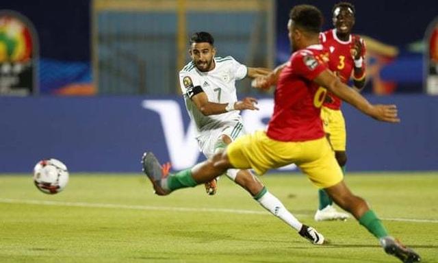 Sao Man City giúp Algeria đánh bại Guinea để vào tứ kết CAN 2019 - 1