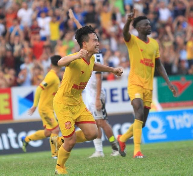 Hoà B.Bình Dương, Nam Định bỏ xa đội cuối bảng Khánh Hoà - 1