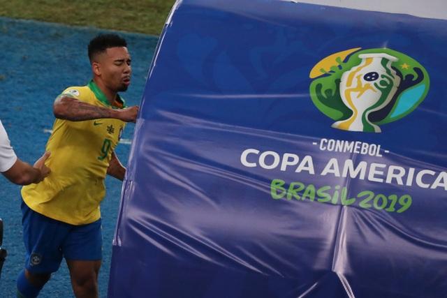 Chiến thắng trong thế thiếu người, Brazil vô địch Copa America - 2
