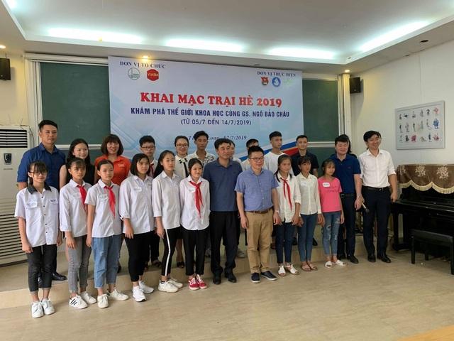 Giáo sư Ngô Bảo Châu dạy toán cho học sinh có hoàn cảnh khó khăn - 2
