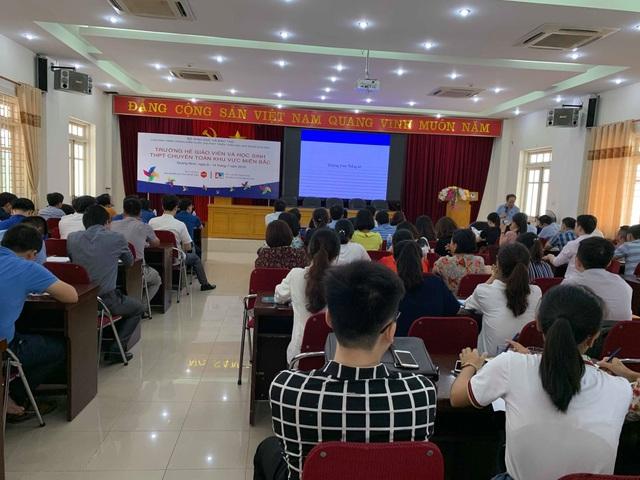 Giáo sư Ngô Bảo Châu dạy toán cho học sinh có hoàn cảnh khó khăn - 5