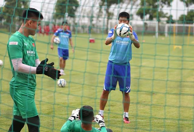 Tiền vệ Việt kiều Martin Lo quyết ghi điểm với HLV Park Hang Seo - 8