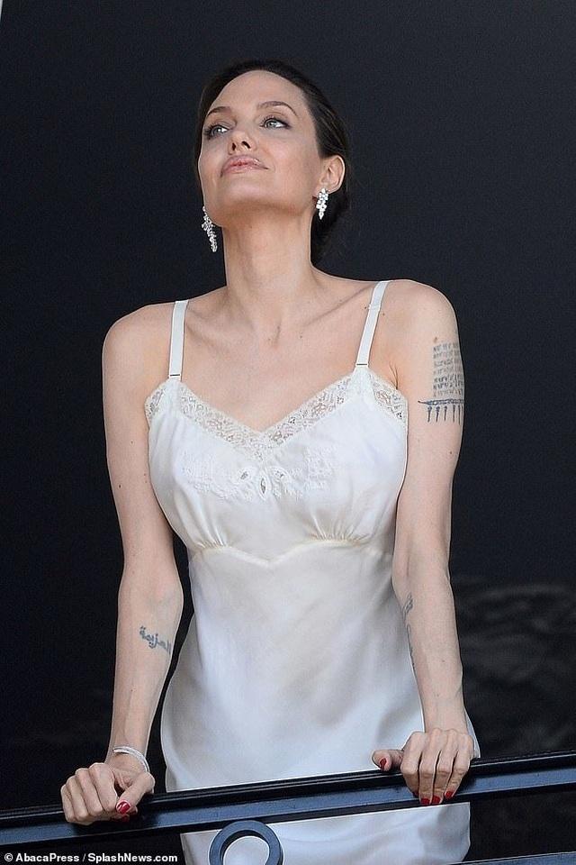 Angelina Jolie quyến rũ quay quảng cáo nước hoa - 1
