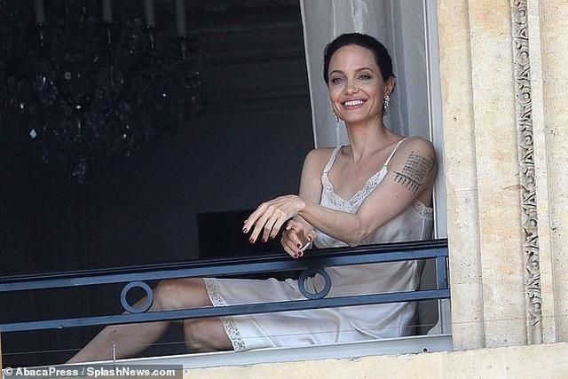 Angelina Jolie quyến rũ quay quảng cáo nước hoa - 5
