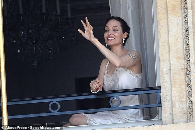 Angelina Jolie quyến rũ quay quảng cáo nước hoa - 3