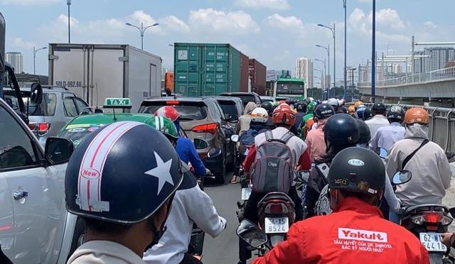 """Xác định """"thủ phạm"""" gây hỗn loạn giao thông phía Đông Sài Gòn - 1"""