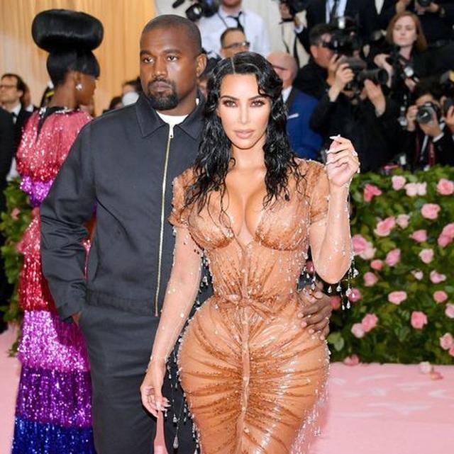 Kim Kardashian thừa nhận đau đớn khi diện váy quá bó - 3