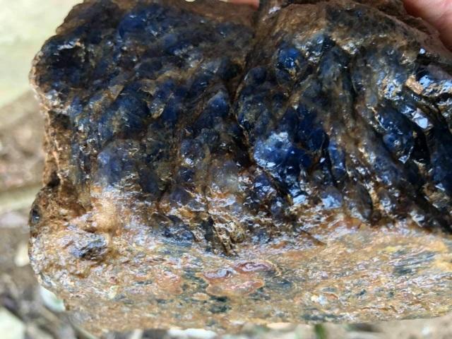 Cận cảnh viên đá quý 4 tỷ đồng ở Lục Yên gây xôn xao dư luận - 2