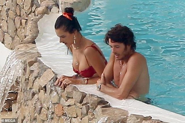 Alessandra Ambrosio tình tứ bên bạn trai Nicolo Oddi - 4
