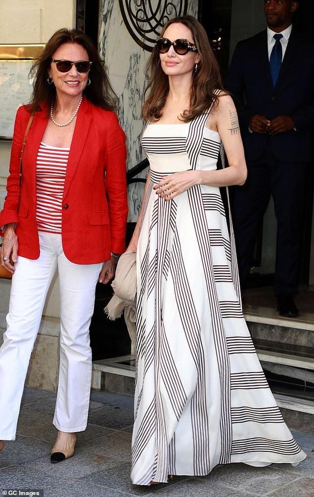 Angelina Jolie thanh lịch xuất hiện tại Paris - 3