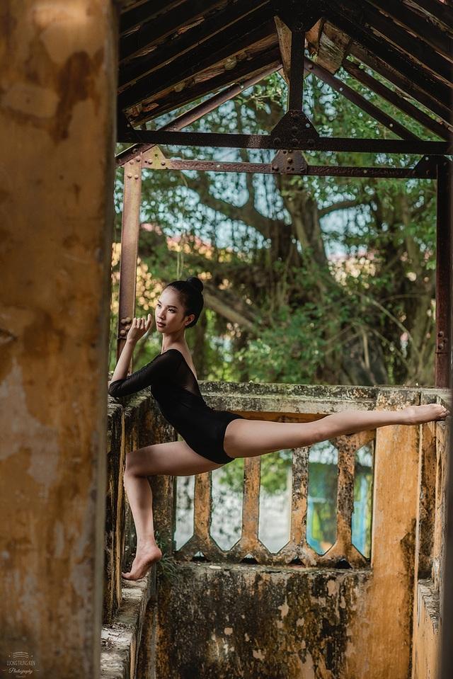 Bộ ảnh thiếu nữ múa ballet trong toà viện cổ thu hút dân mạng - 9