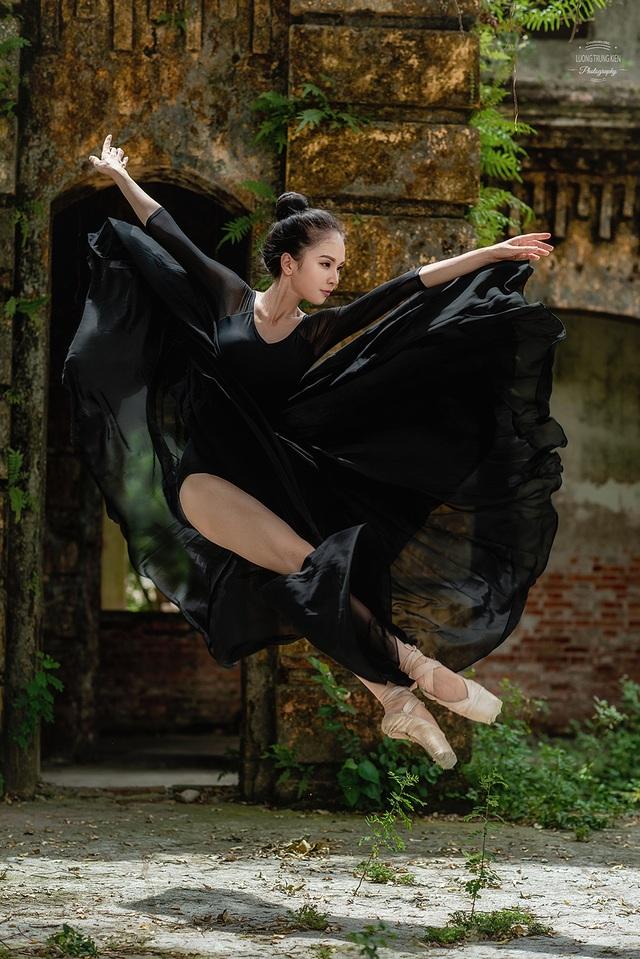 Bộ ảnh thiếu nữ múa ballet trong toà viện cổ thu hút dân mạng - 7