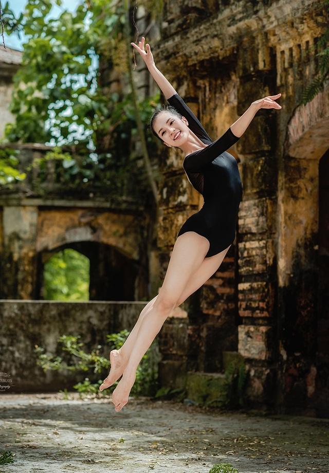 Bộ ảnh thiếu nữ múa ballet trong toà viện cổ thu hút dân mạng - 10