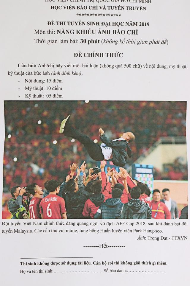 Chiến thắng của đội tuyển bóng đá Việt Nam vào đề thi Năng khiếu Ảnh báo chí 2019 - 1