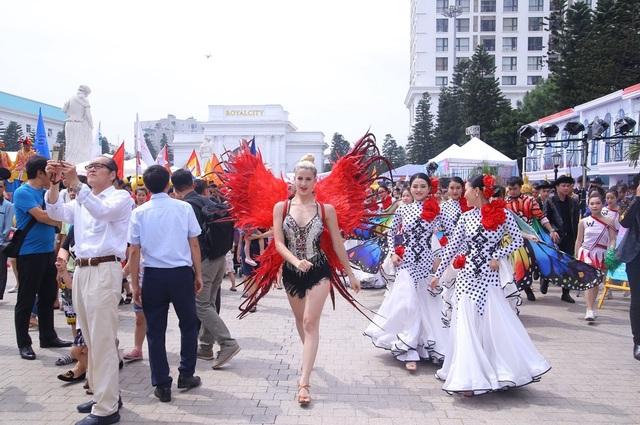 Chuỗi sự kiện Grand World Carnival 2019 thu hút quan tâm của nhà đầu tư 2 miền Nam - Bắc - 2