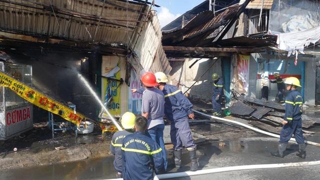 Hỏa hoạn thiêu rụi nhiều căn nhà trên quốc lộ 91 - 1