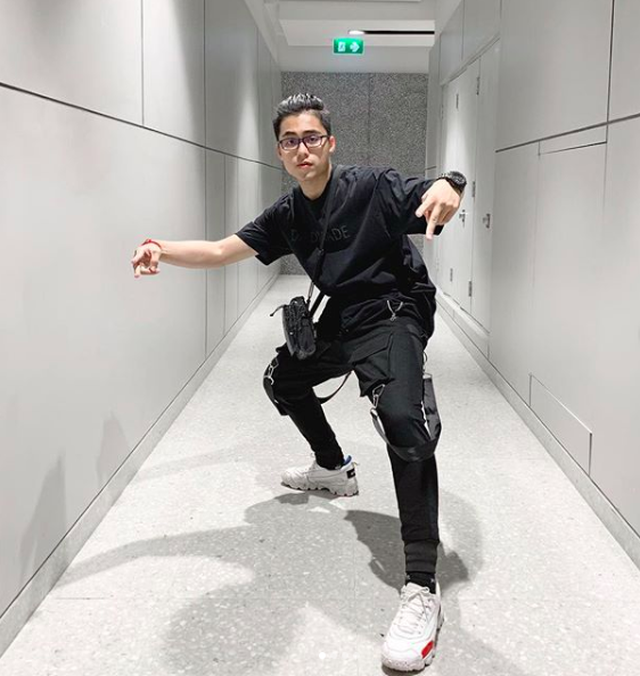 Em trai Sơn Tùng M-TP khoe ảnh lộ vẻ đẹp trai, sành điệu - 7
