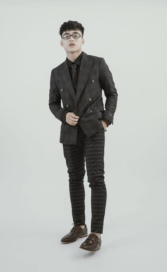 Em trai Sơn Tùng M-TP khoe ảnh lộ vẻ đẹp trai, sành điệu - 2