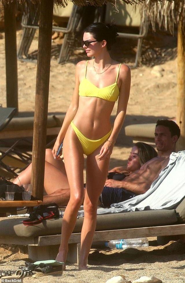 Mê mẩn dáng vóc nuột nà của Kendall Jenner - 1