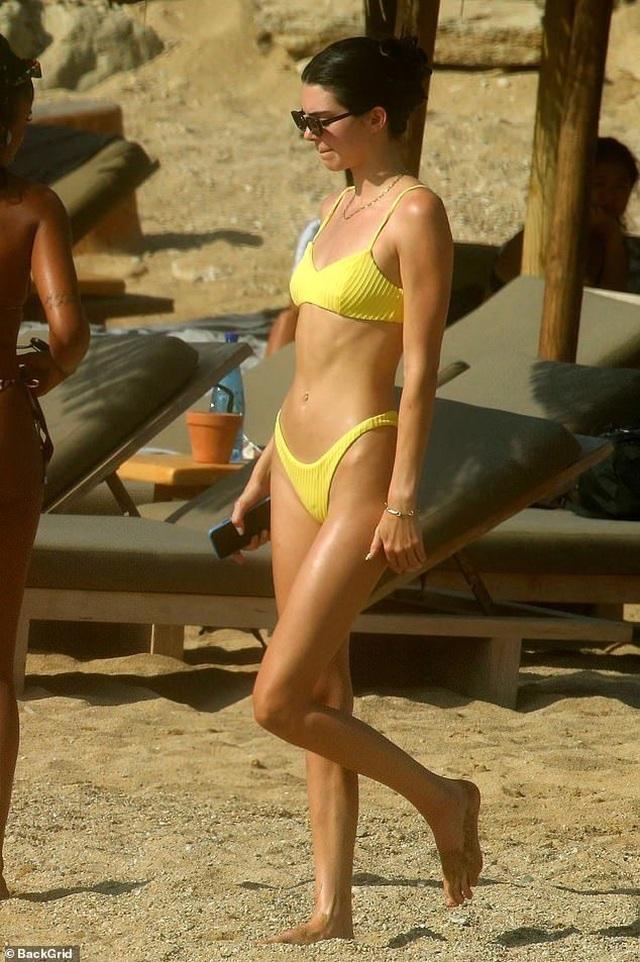 Mê mẩn dáng vóc nuột nà của Kendall Jenner - 6