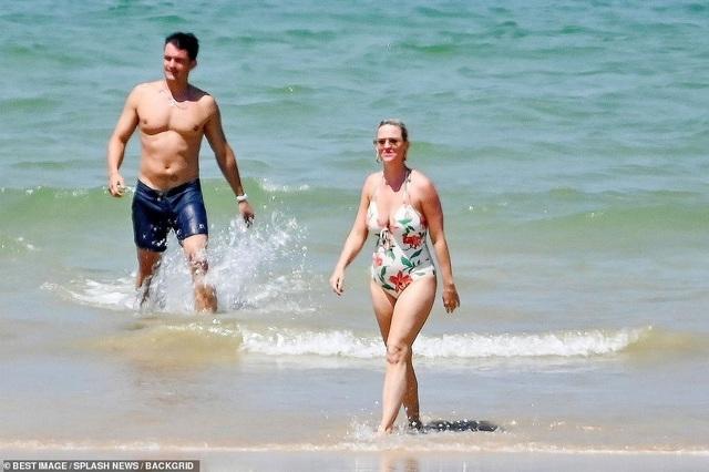 Katy Perry diện áo tắm lộ bụng tròn vo - 11