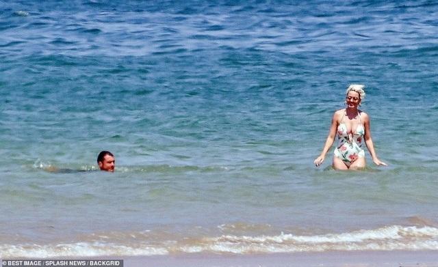 Katy Perry diện áo tắm lộ bụng tròn vo - 8