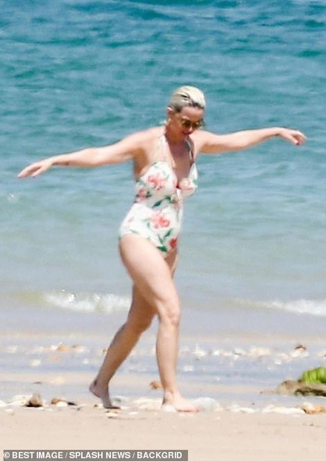 Katy Perry diện áo tắm lộ bụng tròn vo - 6