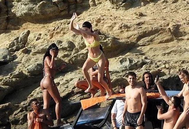 Mê mẩn dáng vóc nuột nà của Kendall Jenner - 10